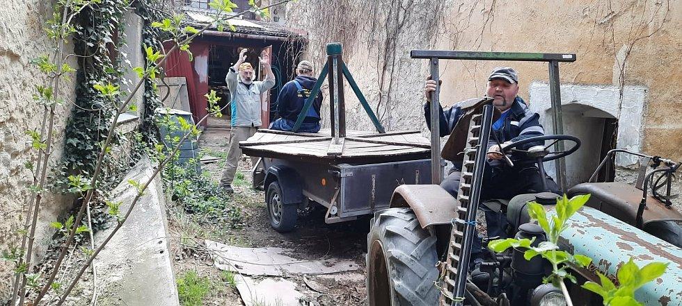 Lidé v Panenským Týnci se uplynulý víkend pustili do úklidu.