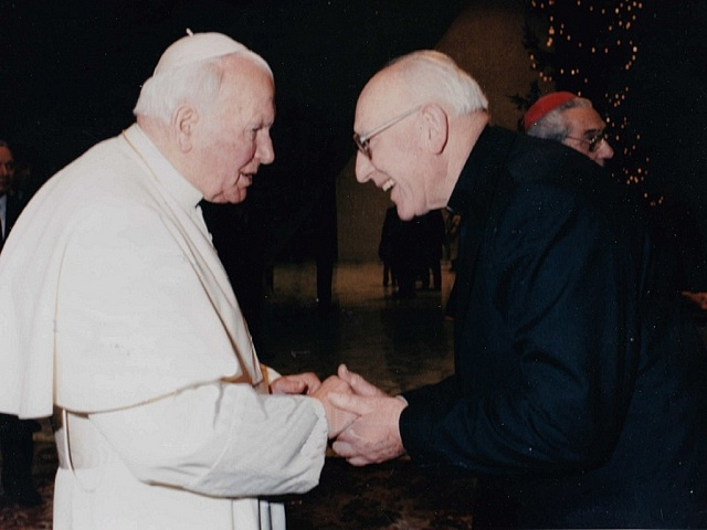 Václav Pácha (vpravo) při setkání s papežem Janem Pavlem II.