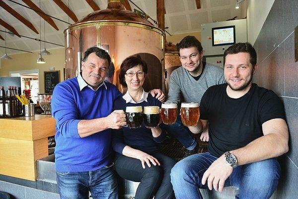 Rodina Husákových, zakladatelé firmy Rodinný pivovar Zichovec
