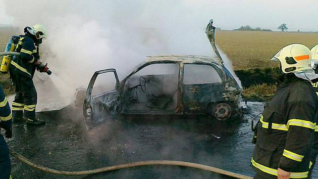 Automobil uhasili až hasiči. Je na odpis