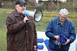 Pořadatelé před závody veřejně poděkovali Josefu Frolíkovi (vlevo) a Karlu Slámovi, kteří tradici oblíbeného běhu už před padesáti roky založili.