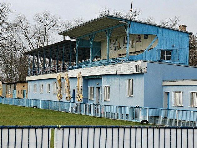 Stará fotbalová tribuna vLounech