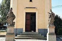 Kaple z roku 1736 na návsi ve Strkovicích