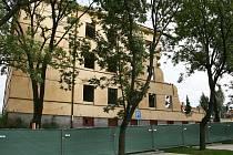 Demolice tří bývalých štábních budov v areálu někdejších lounských kasáren