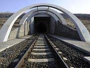 Tunel mezi Žatcem a Chomutovem.