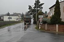 Těžká nákladní auta s kaolinem by už přes Buškovice vůbec jezdit neměla.