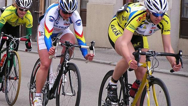 Lucie Záleská (vpravo) si na kriteriu v Soběslavi bezpečně hlídala špičku pelotonu a bez problémů vyhrála všechna bodování. V závodě ve Zbraslavi dojela čtvrtá.