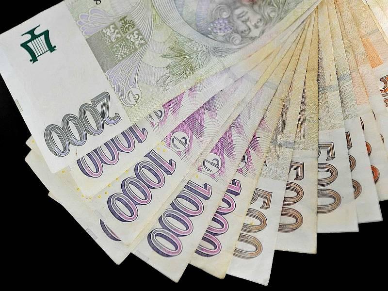 Deset až patnáct miliard korun. Tolik peněz z kupónové privatizace z 90. let možná stále zůstává na statisících nezařazených majetkových účtů v evidenci Centrálního depozitáře cenných papírů.