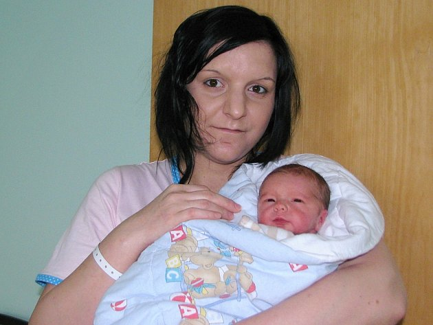 Viliam Jirouš se narodil v žatecké porodnici rodičům Gabriele Havlínové a Bedřichovi Jiroušovi z Chomutova 21. března 2017 v 7.32 hodin. Vážil 2830 gramů a měřil 48 centimetrů