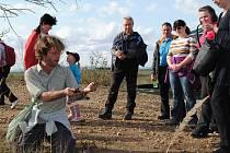 Občané Postoloprt se s výstupy mohli seznámit i formou komentované exkurze s botanikem.