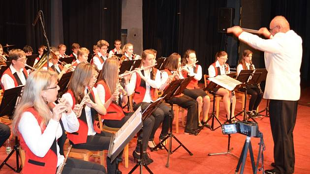 Dechový orchestr ZUŠ Louny pod vedením Jaromíra Laksy