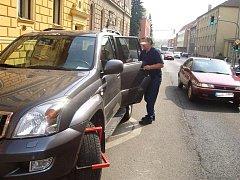 Řidič špatně zaparkoval, ale k přestupku se přiznat nechtěl