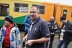 Skauti přivezli v sobotu do Loun Betlémské světlo. Lidé na ně opět čekali na hlavním vlakovém nádraží