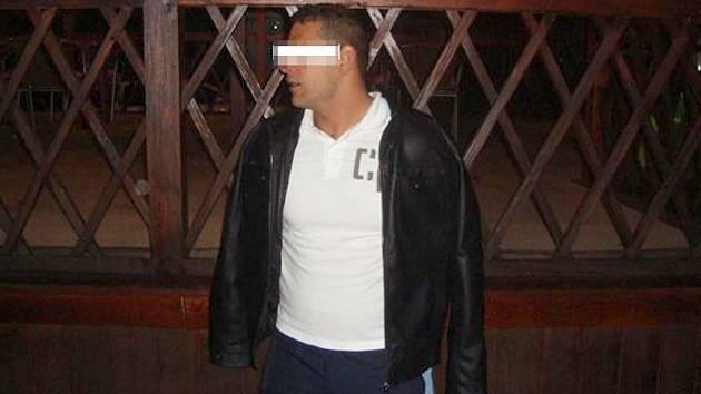 Muž při zadržení strážníky