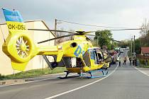 Záchranáři museli motorkáře transportovat vrtulníkem