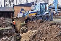 Na výstavišti v Lounech se budují rozvody vody a kanalizace