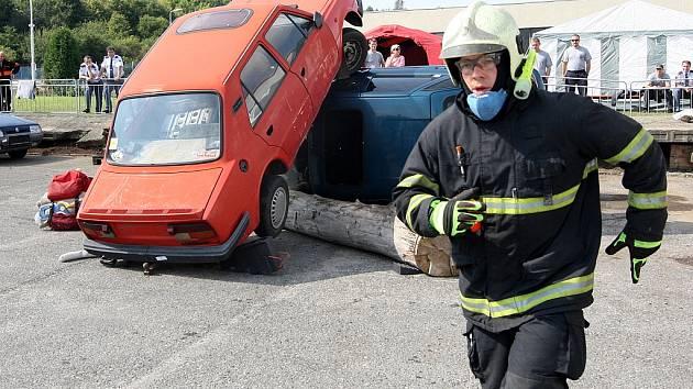 Soutěž ve vyprošťování zraněných osob z havarovaných vozidel v Mostě