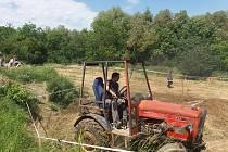 Zábavná traktoriáda se v sobotu konala v Panenském Týnci na Lounsku.