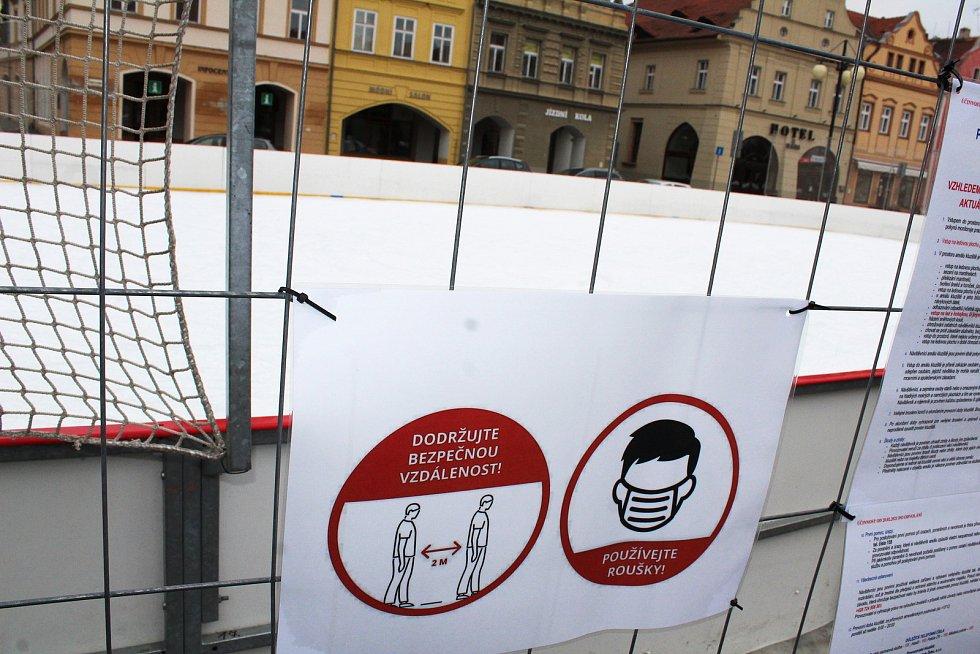 I na konci února je v provozu veřejné kluziště na žateckém náměstí Svobody.