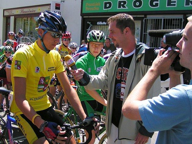 Lounský cyklista Jan Wolf byl během závodů dobře naladěný. Před startem jedné z etap stihl poskytnout rozhovor i těsně před vyjetím na trať.