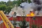 Požár střechy základní školy v Podbořanech