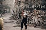 Americký herec Taylor Kitsch a německá herečka Nina Hoss ve snímku Shadowplay, který se natáčel v cukrovaru v Lenešicích.