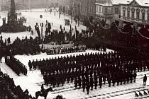 Přehlídka československého vojska na centrálním náměstí v Žatci po obsazení města začátkem prosince 1918.