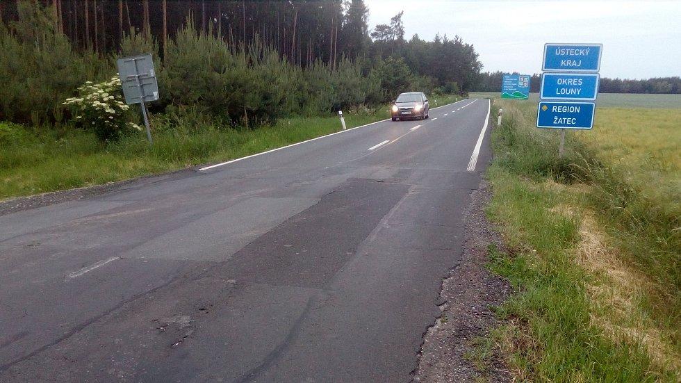 Silnice Žatec - Rakovník je v Ústeckém kraji opravená, ve Středočeském na rekonstrukci zatím čeká.