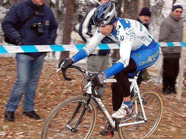 Lounský Jan Chrobák v  barvách týmu Johnson Controls AŠ Mladá Boleslav skončil v sobotu v Podbořanech třetí v závodě  A2  a ve středu vyhrál  závod stejné kategorie v Lucembursku.