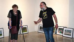 Příprava výstavy pořádané k výročí 100 let od narození významného lounského výtvarníka Vladislava Mirvalda.