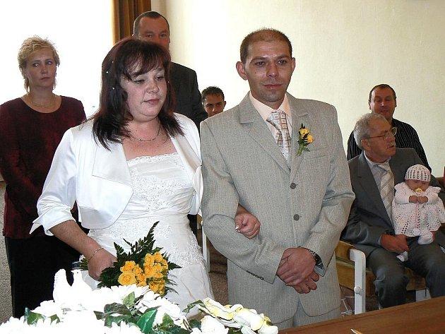 Magické datum plné devítek si zvolili pro svatební obřad na postoloprtské radnici Lenka Vávrová a Ladislav Varga z Břvan.