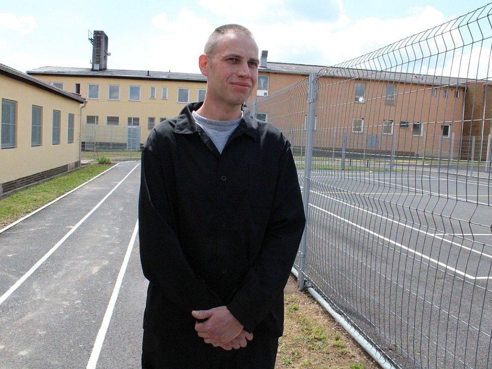 Josef Provazník, který si za majetkovou trestnou činnost odpykává tříletý trest ve věznici v Novém Sedle, v Drahonicích pracuje téměř každý den.