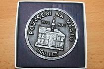 Pamětní medaile k 500 výročí povýšení Postoloprt na město