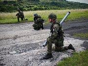 Vojáci procvičují také postupy při střelbě zprotiletadlového raketového kompletu S-2M.