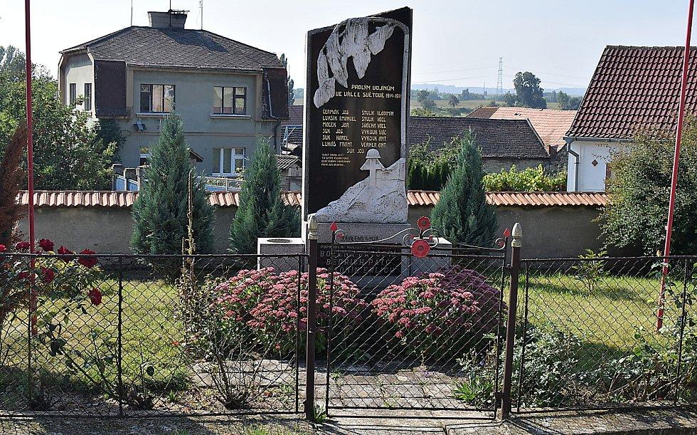 Památník obětem první světové války a nacistického teroru v Úhercích.