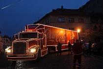 Vánoční Coca cola kamion se Santa Clausem dorazil na žatecké náměstí Svobody.