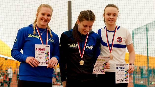 Tereza Čihařová (uprostřed) předvedla dva velmi kvalitní výkony.