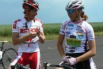 Dva velmi úspěšní cyklisté z Podbořanska se sešli v neděli na silničních závodech v Chomutově. S Lucií Záleskou před závodem rozmlouval Kamil Ausbuher.
