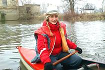 Vodáci z Loun vyrazili na tradiční silvestrovskou jízdu po Ohři. Na snímku je půvabná Marie Líšťanská.