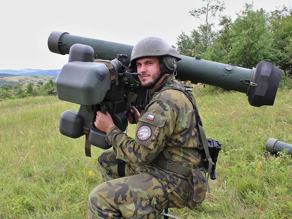 Čeští vojáci cvičí sprotiletadlovými raketovými komplety RBS-70. Během příštích let má česká armáda dostat tyto komplety zcela nové.