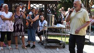 Daniel Hůlka vystoupil v žateckém domově pro seniory.