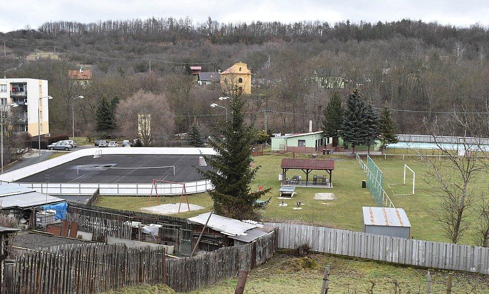 Fotbalové hřiště a víceúčelové hřiště s asfaltovým povrchem by brzy mohl v Žiželicích doplnit sportovní koutek pro všechny generace.