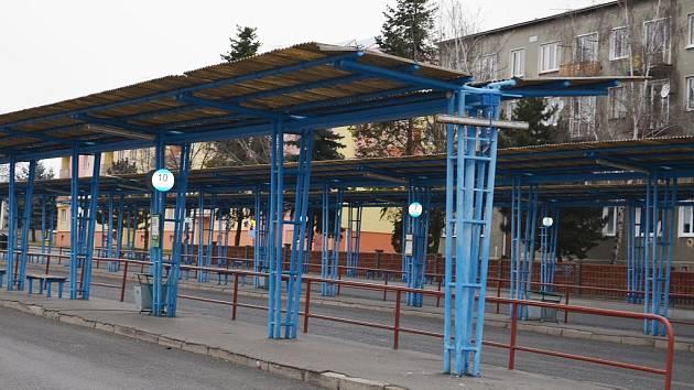 Bývalé autobusové nádraží v Podbořanech. Na většině jeho plochy má vzniknout parkoviště.
