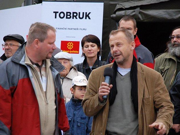 Radek Komoráš s Václavem Marhoulem, scénáristou a režisérem válečného dramatu Tobruk v Brně.