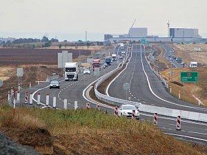 Uvedení části dálnice D7 mezi Postoloprty a Bitozevsí do provozu.