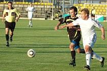 Blšanský Patrik Pillman (v bílém) při utkání proti Proboštovu