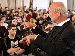 Prezidentský kandidát Michal Horáček při setkání se studenty na střední škole v Lounech
