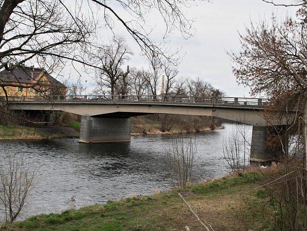 Most Nikose Belojanise přes řeku Ohři v Žatci