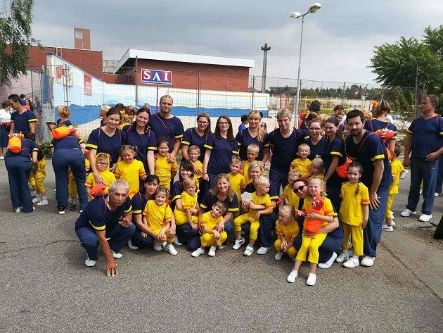 Nedávného Všesokolského sletu v Praze se zúčastnila také skupina cvičenců ze Žatce – jeli cvičit rodiče s dětmi a ženy.