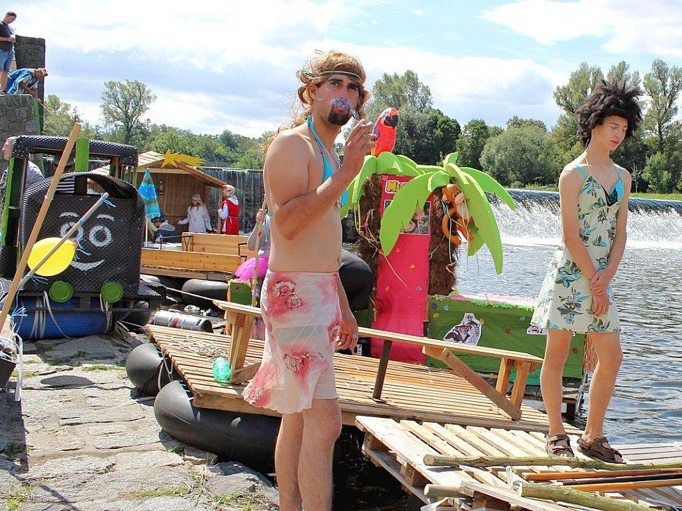 Tradiční neckyáda na Ohři v Žatci.